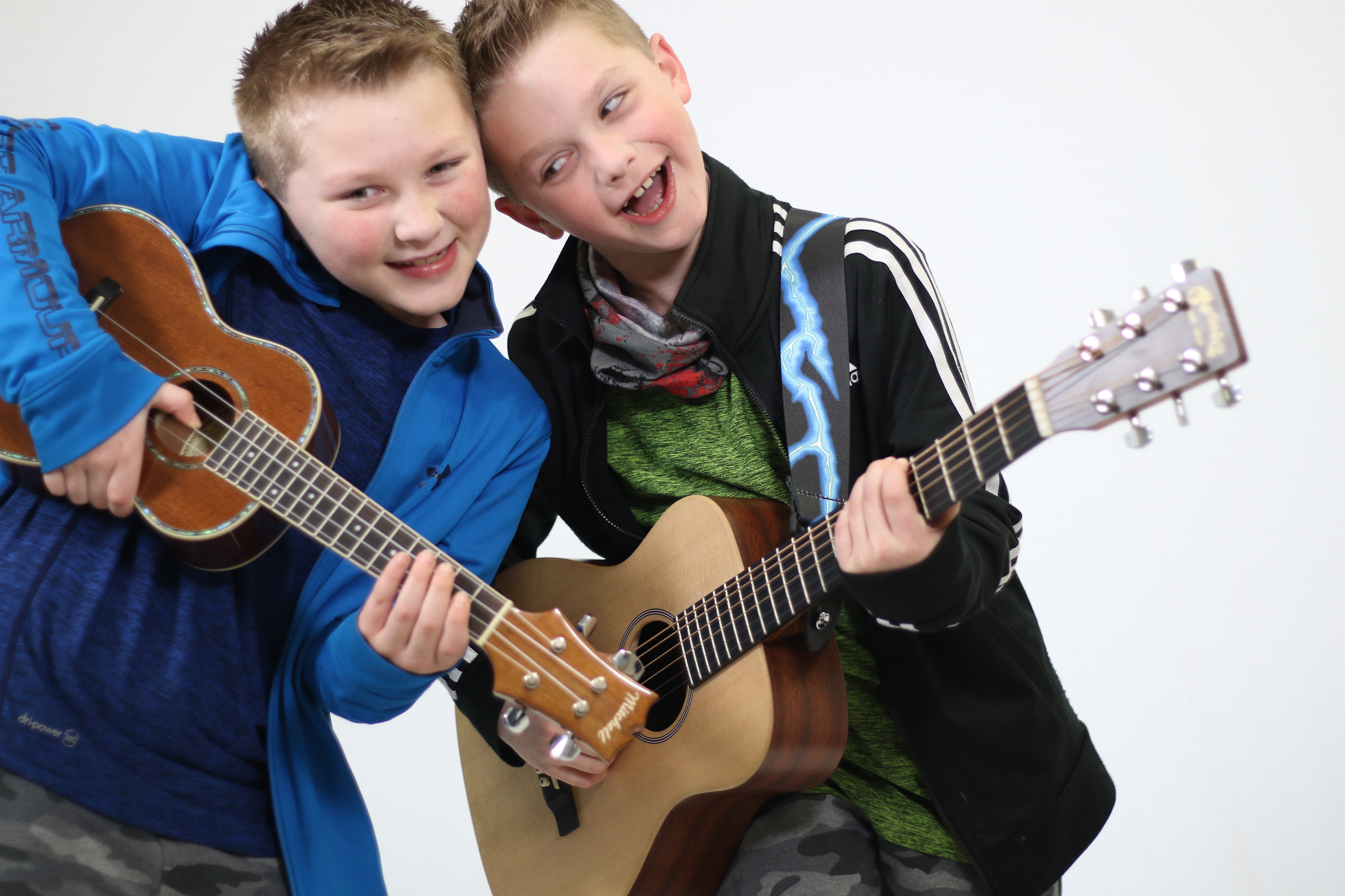 2 guitar lesson boys